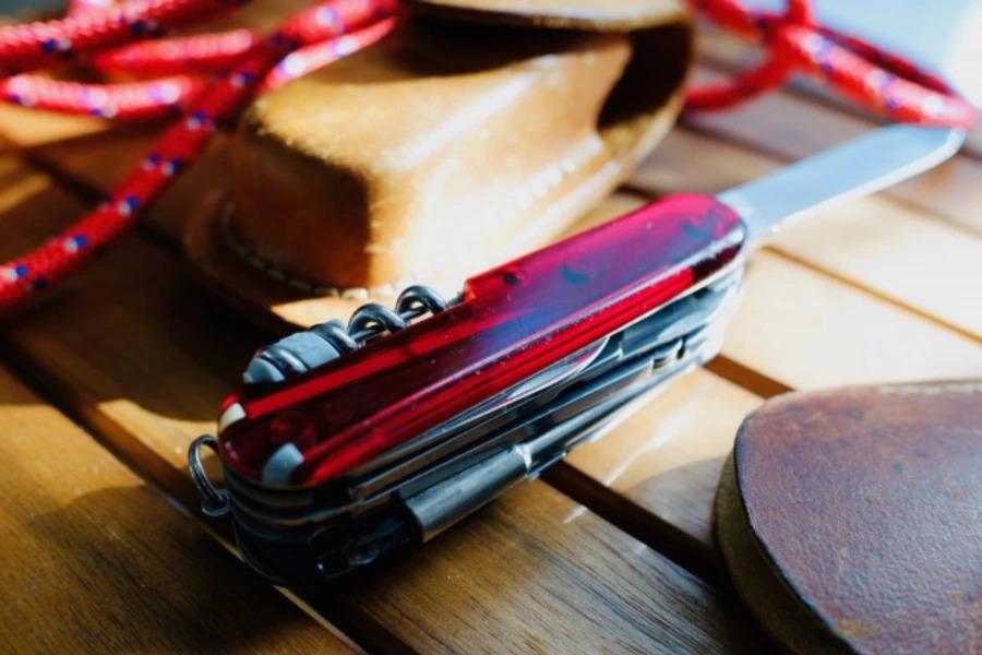 キャンプにおすすめのアウトドアナイフ13選!薪割りや料理に便利